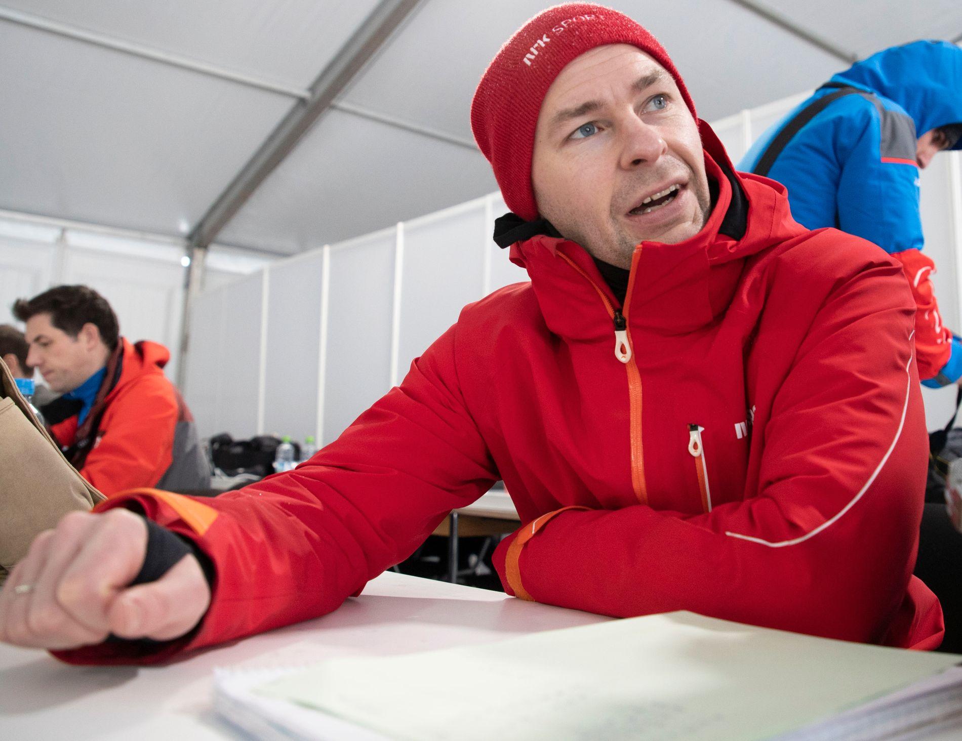 EKSPERT: Anders Jacobsen på jobb for NRK under skiflyging i Oberstdorf i februar i år.