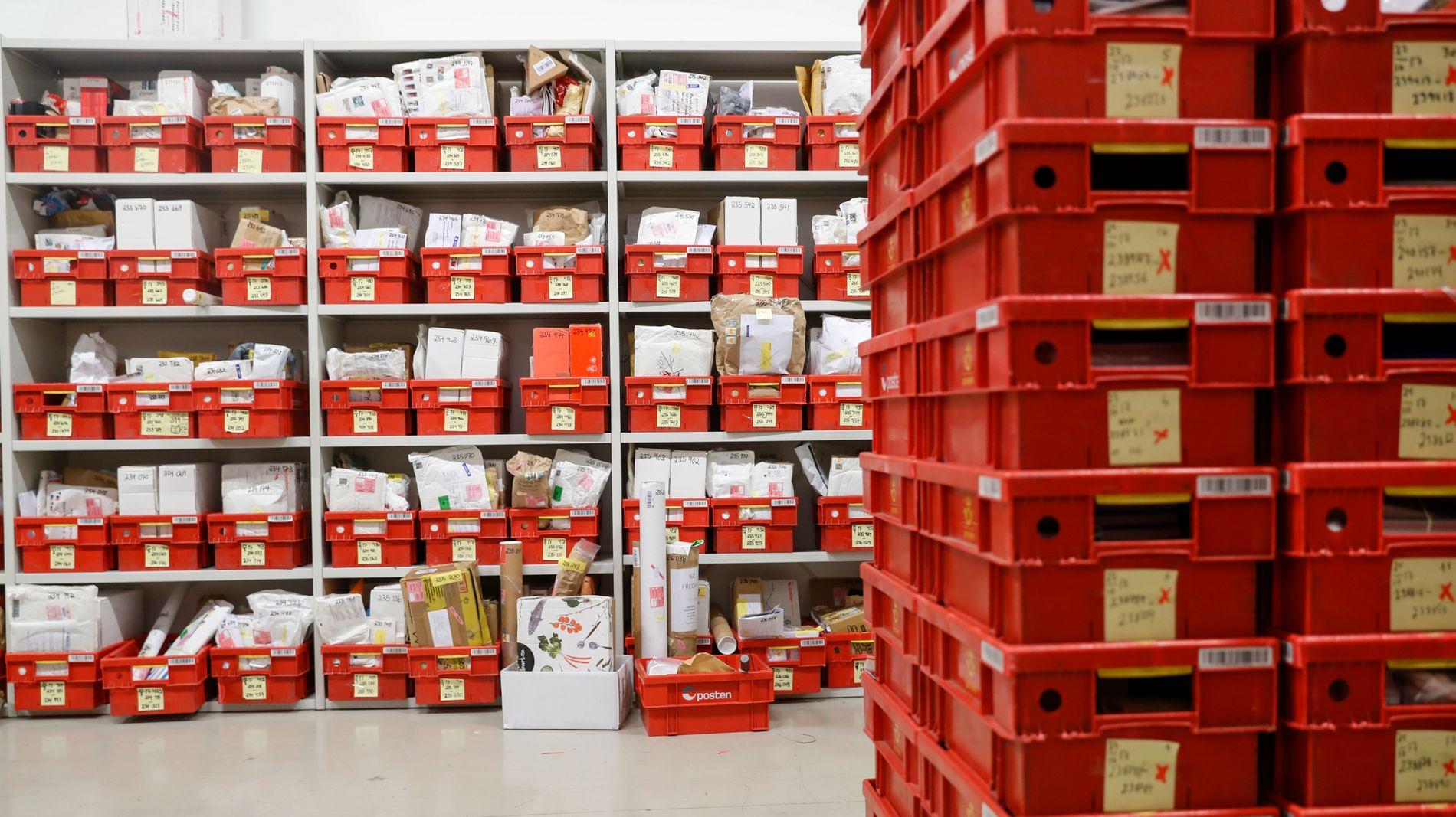 FÆRRE BREV: Den gjennomsnittlige familien får tre brev i uken. Posten mener det ikke er grunnlag for daglig postlevering.