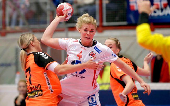 a57f2b7e GJØVIK (VG) (Norge-Nederland 31-28) Ikke rart håndballjentene er verdens  raskeste håndballag. 28.11.2015. «