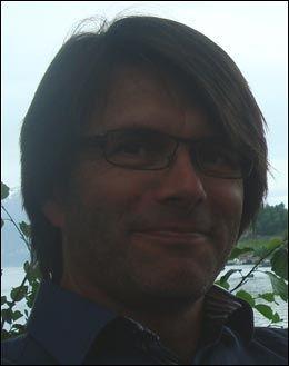 BILFINNER: Johnny Grinde Pedersen fant Jeanette Nes Hansens bil parkert like utenfor vinduet sitt i Haugesund. Foto: Privat