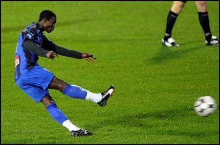 SPILLER TROLIG: Anthony Annan kan gjøre seg uaktuell for Europa-cupspill dersom han er på banen for Stabæk i kveld. Foto: Bjørn S. Delebekk