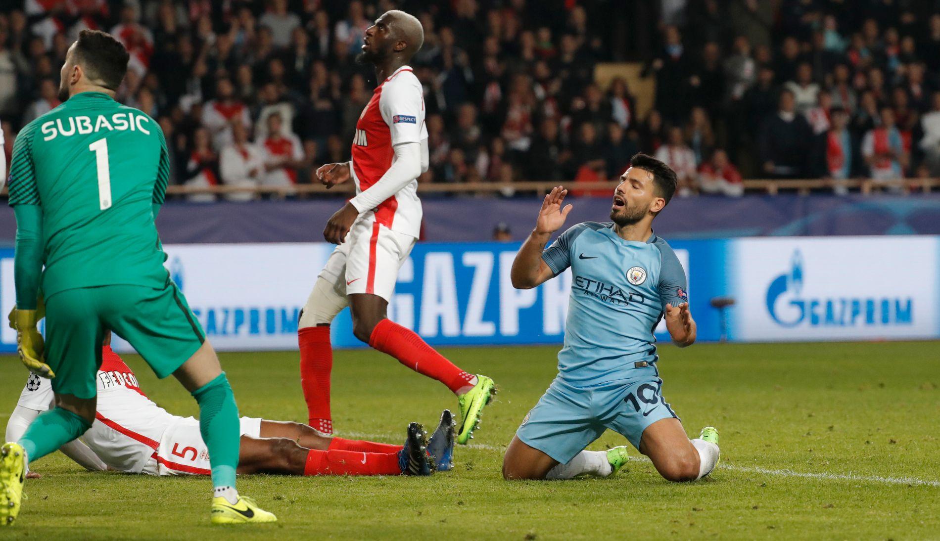 I KNESTÅENDE: Sergio Agüero bommet på en stor sjanse foran Monaco-keeper Danijel Subasic. Det har blitt mange bom for engelske klubber i Europa de siste årene.