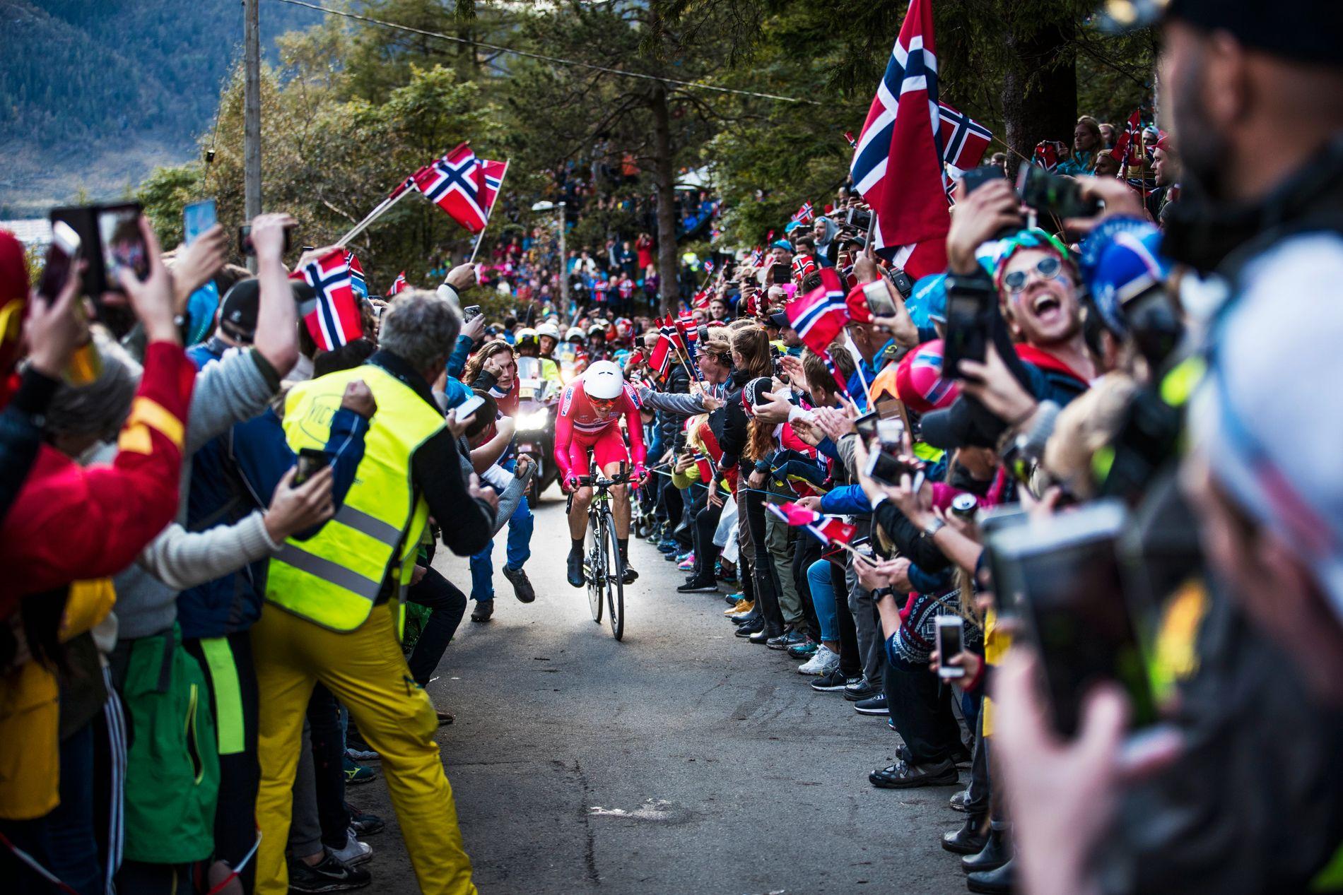 FOLKEFEST MED BISMAK: VM i Bergen har kostet arrangøren dyrt. Foto: Frode Hansen/VG