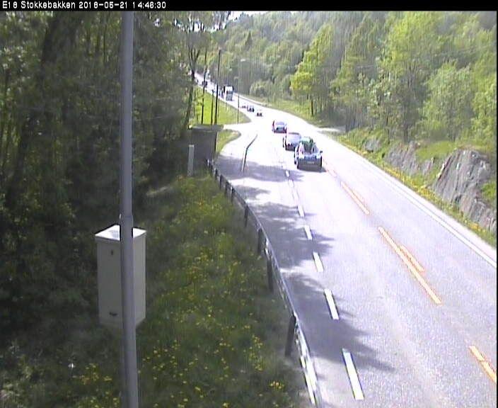 E18 STOKKEBAKKEN: Her sees trafikken mellom Kragerø og Brevik. Det er ikke kameraer på strekningen hvor det er mest kø.