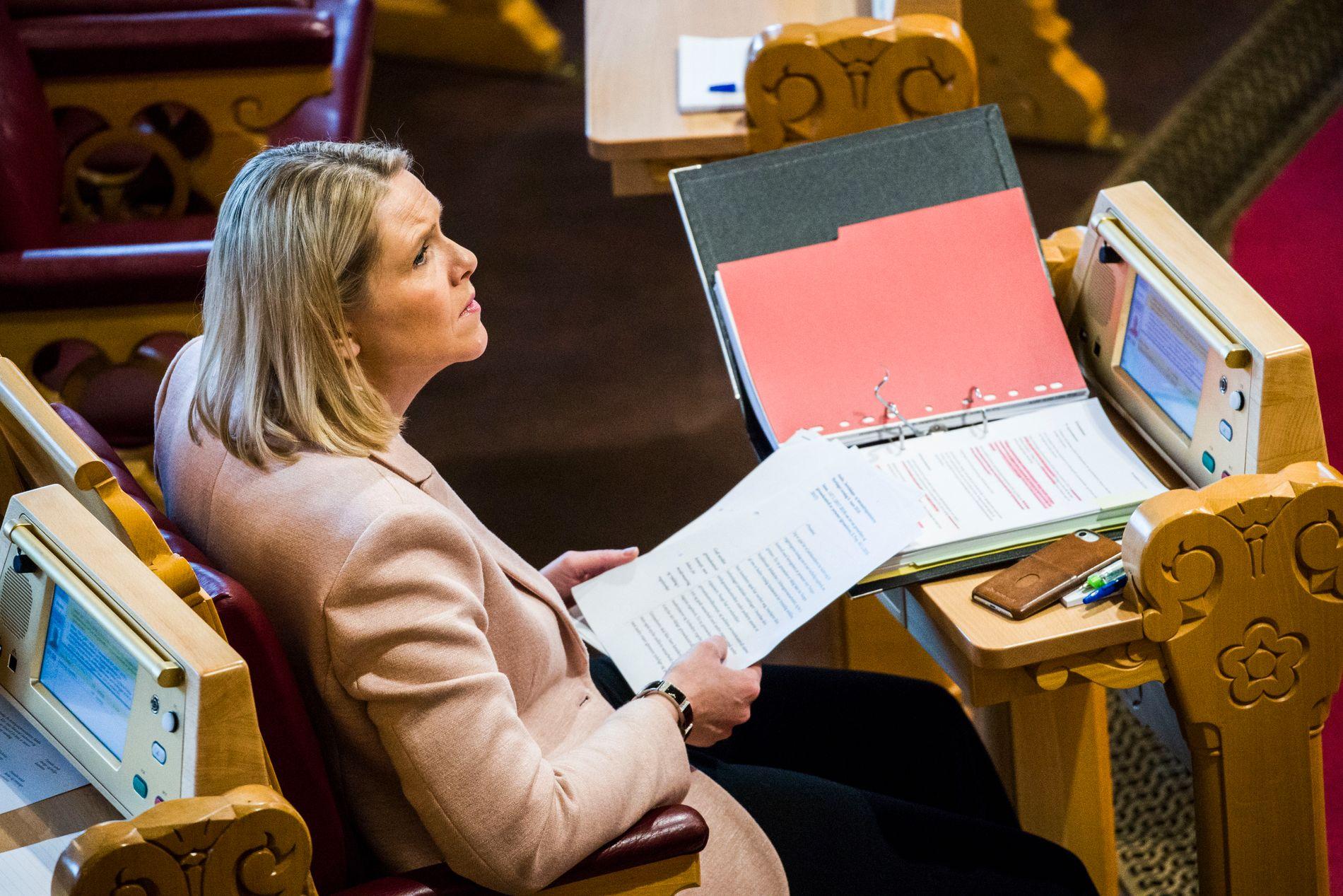 IMOT: Justisminister Sylvi Listhaug mener at det vil være feil prioritering av ressurser å ha en lensmann til stede på alle lensmannskontor.