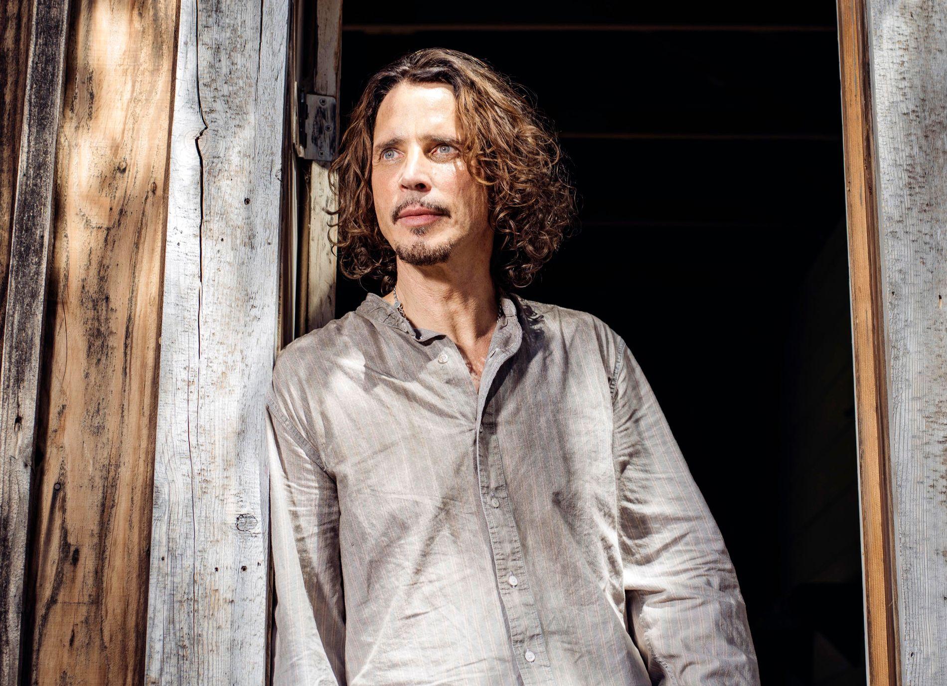 SELVMORD: Soundgarden-vokalist Chris Cornell tok sitt eget liv i 2017. Nå saksøker enken Vicky Cornell og to av hans tre barn en lege i California for dødsfallet, og mener han skrev ut medisiner som svekket rockeikonets dømmekraft.