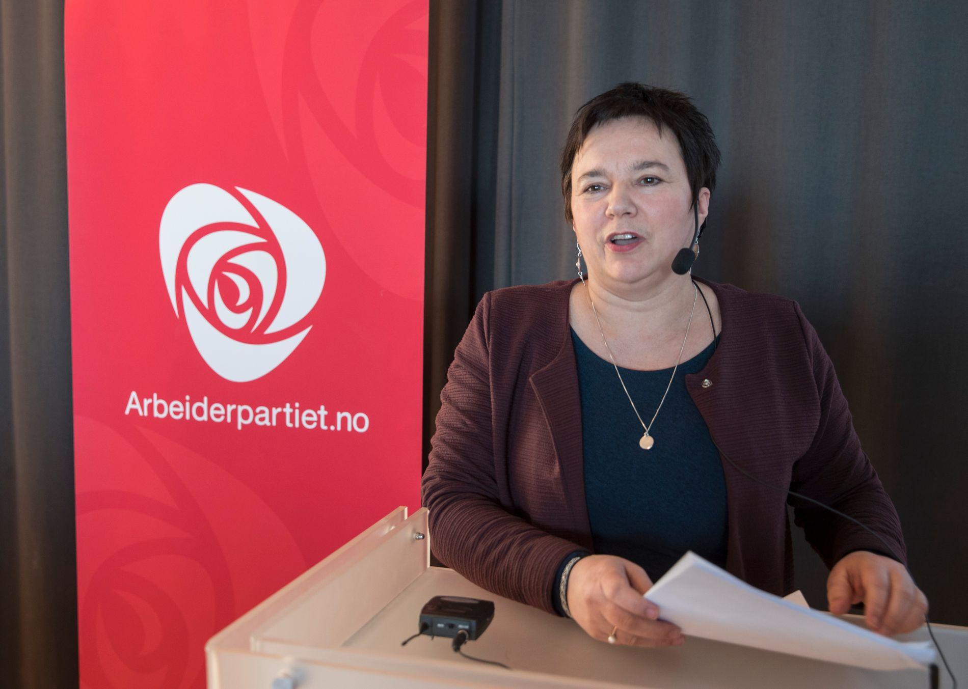 FINNMARK: Fylkesordfører Ragnhild Vassvik (Ap) mener folket må få bestemme selv hvorvidt de ønsker sammenslåing med Troms eller ikke.