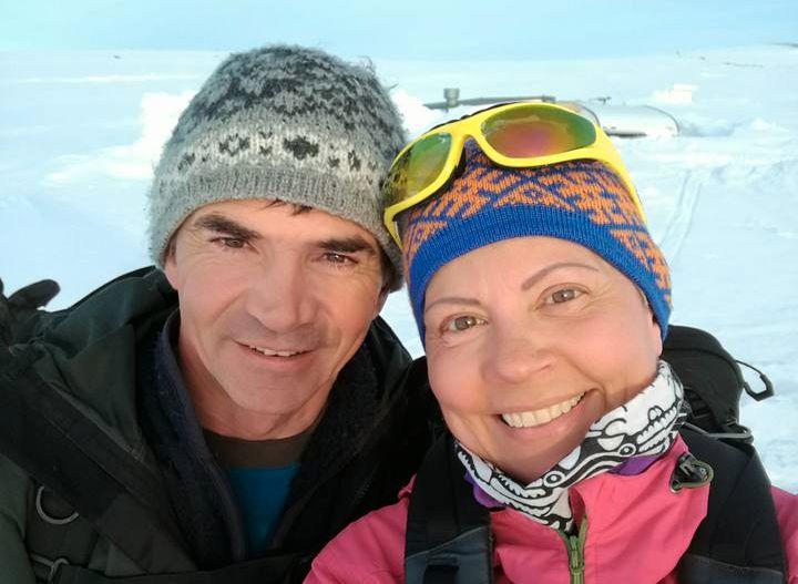 GLADE I NATUREN: Både Sølvi og forloveden Arnt elsker å være ute i skog og mark. Nå vurderer de å gifte seg på en fjelltopp.