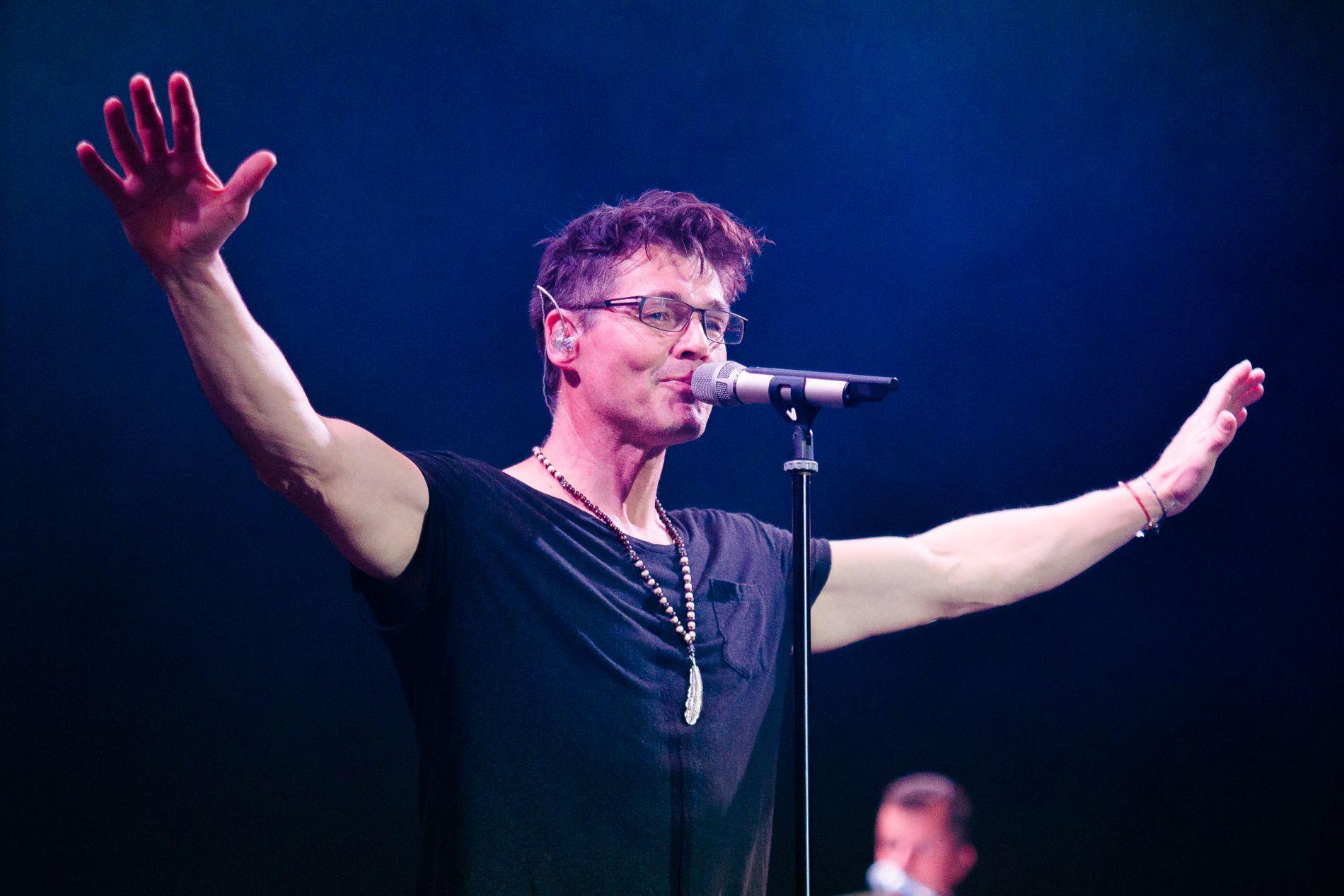 TAKKER FOR SEG: Morten Harket skal gjøre noe annet enn å fronte a-ha etter konserten i Bergen 7. mai. Her er han på scenen under konserten i Luna Park i Buenos Aires i september i fjor.