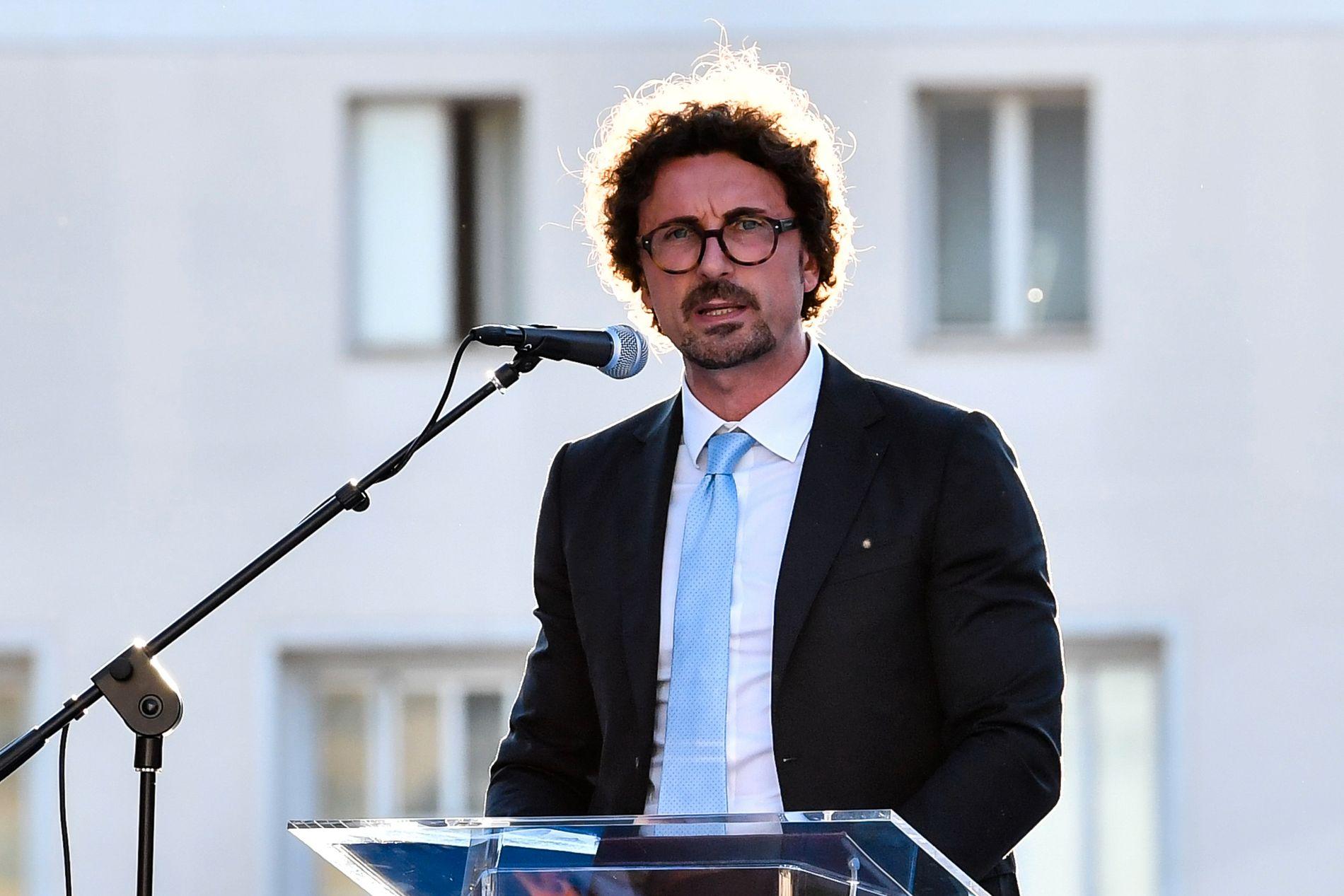 KONSEKVENSER: Italias samferdselsminister, Danilo Toninelli (Femstjernersbevegelsen), sier at det ikke er gjort tilstrekkelig vedlikehold på italienske broer.