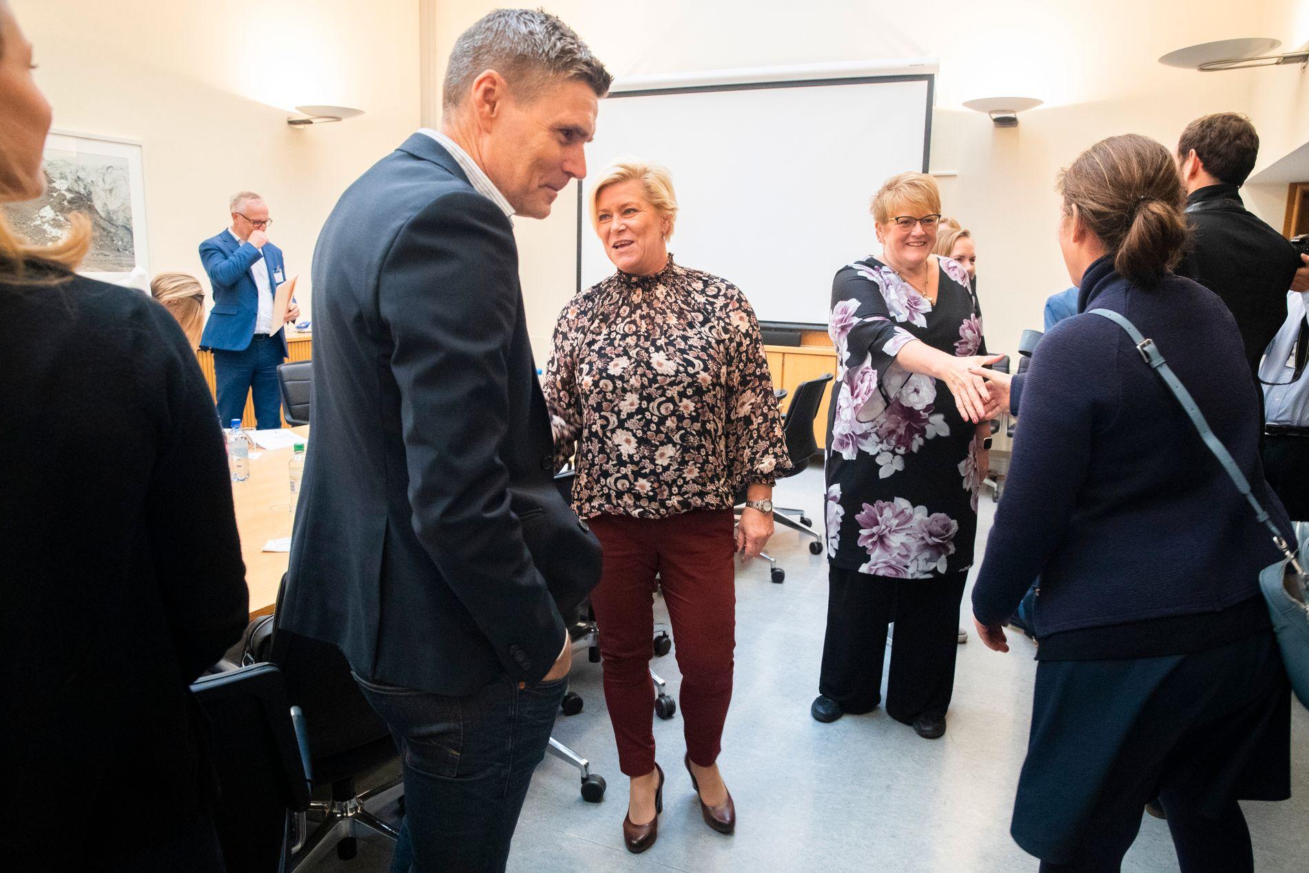 UVITENDE: Mandag 24. september var Trine Skei Grande (V) og Siv Jensen (Frp) på et møte finansnæringen. Ingen av dem hadde da fått beskjed av Hareide.