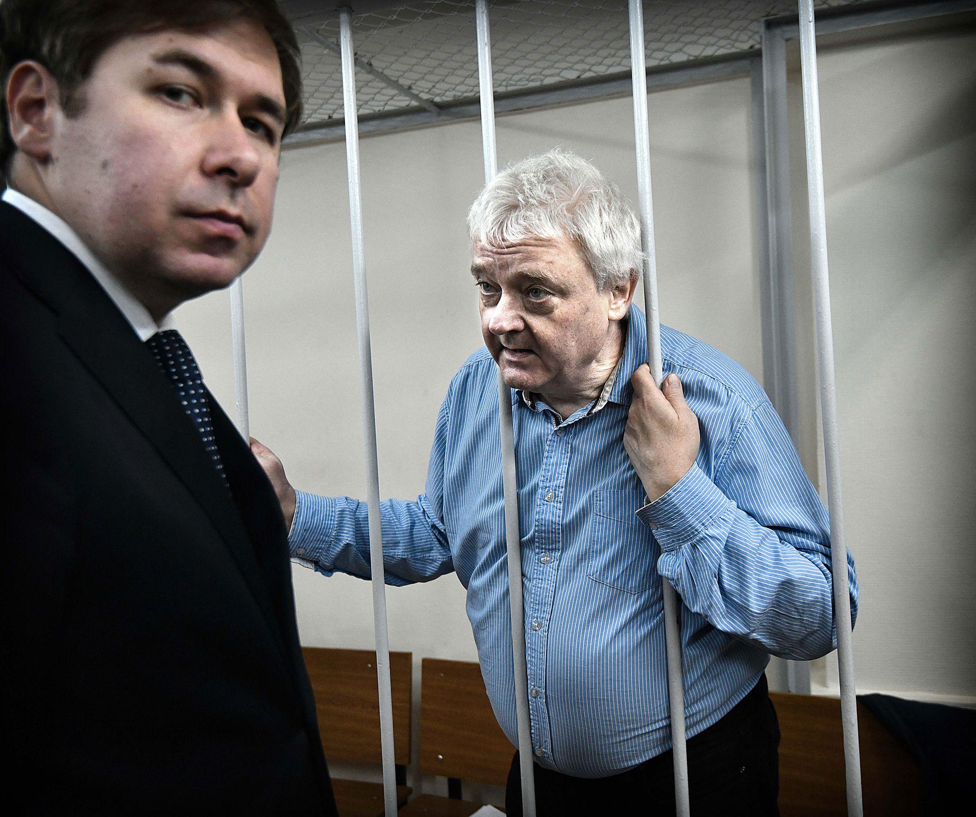 SPIONSIKTET: Frode Bergs advokater har ikke funnet noen eksempler på at en person som har blitt spionsiktet noensinne har blitt frifunnet i det russiske rettssystemet. Her er han i retten med sin russiske advokat Ilja Novikov