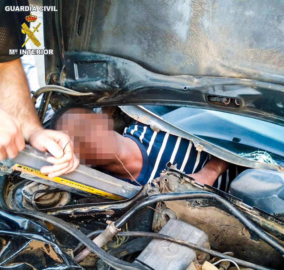 SMUGLET: Fire mennesker ble funnet i kjøretøyer samme dag forrige uke.