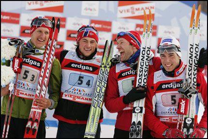 GULLGUTTENE: Her er stafettlaget som sørget for gull til Norge: Lars Berger (t.v.), Petter Northug jr., Odd-Bjørn Hjelmeset og Eldar Rønning. Foto: Erlend Aas / Scanpix