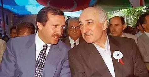 SAMARBEIDET: Ett av få tilgjengelige bilder av Erdogan og Gülen sammen. Bildet er tatt på 1990-tallet, da Erdogan var borgermester i Istanbul. De to samarbeidet lenge, før de selv kom i maktkamp.