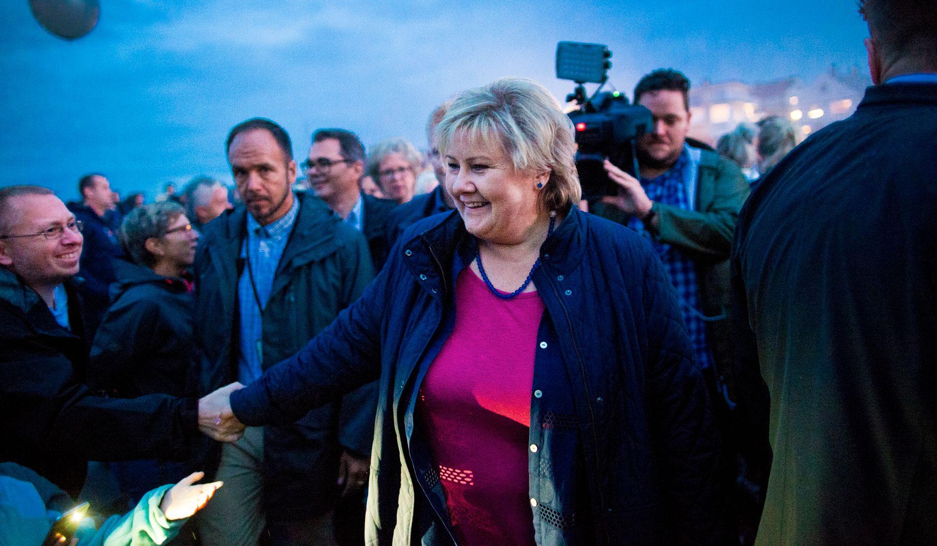 GLEDE I VEST: Statsminister Erna Solberg (H) åpnet Hydros pilotanlegg på Koparvik torsdag kveld, som skal bidra til at fabrikken får verdens mest rene produksjon av aluminium. Åpningen skjedde i forbindelse med en åpningskonsert med flere tusen mennesker.