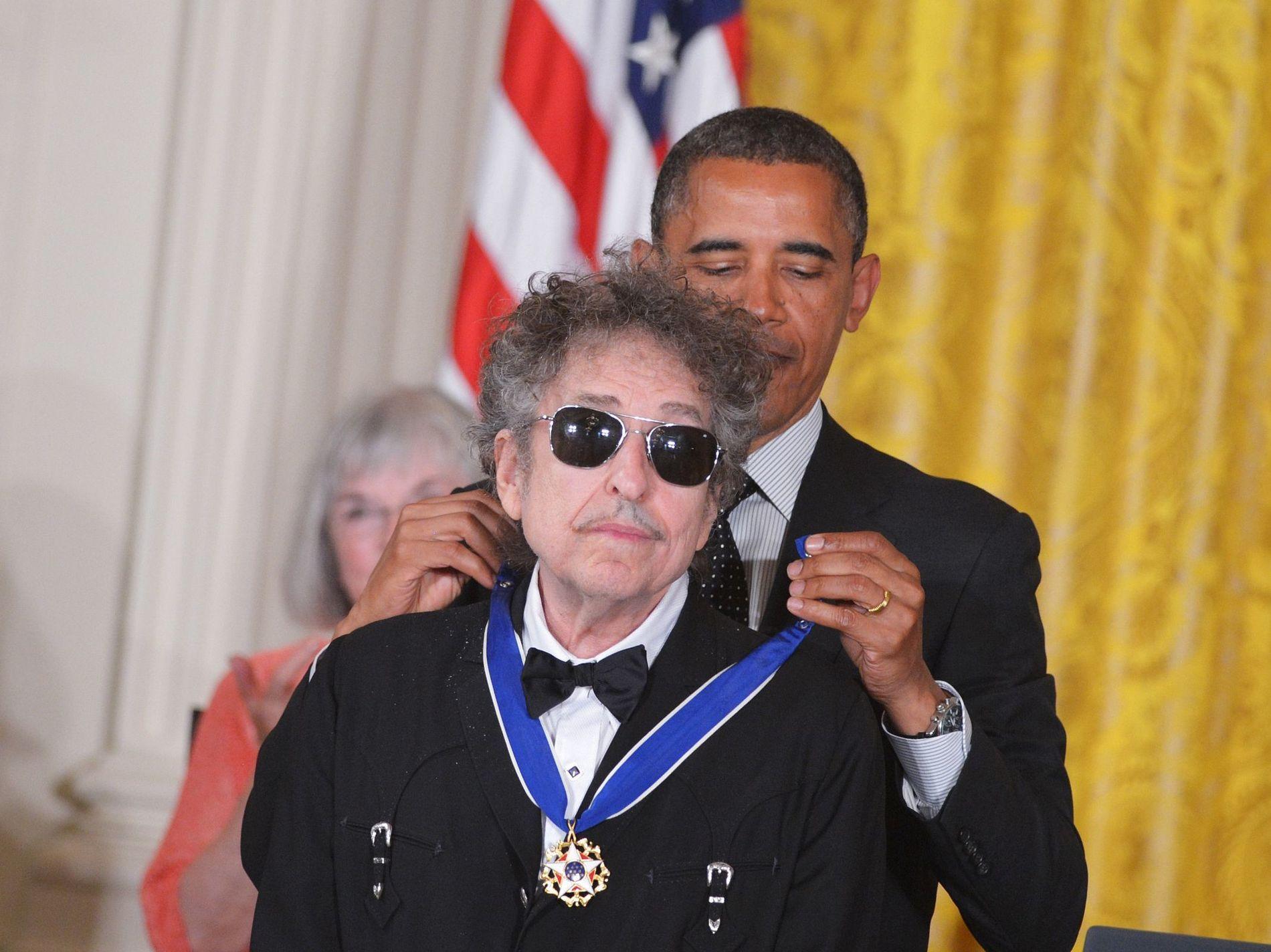 HVILER ALDRI: Bob Dylan, som i 2012 ble tildelt The Presidential Medal of Freedom fra Barack Obama, lanserer nå sin egen whiskey.
