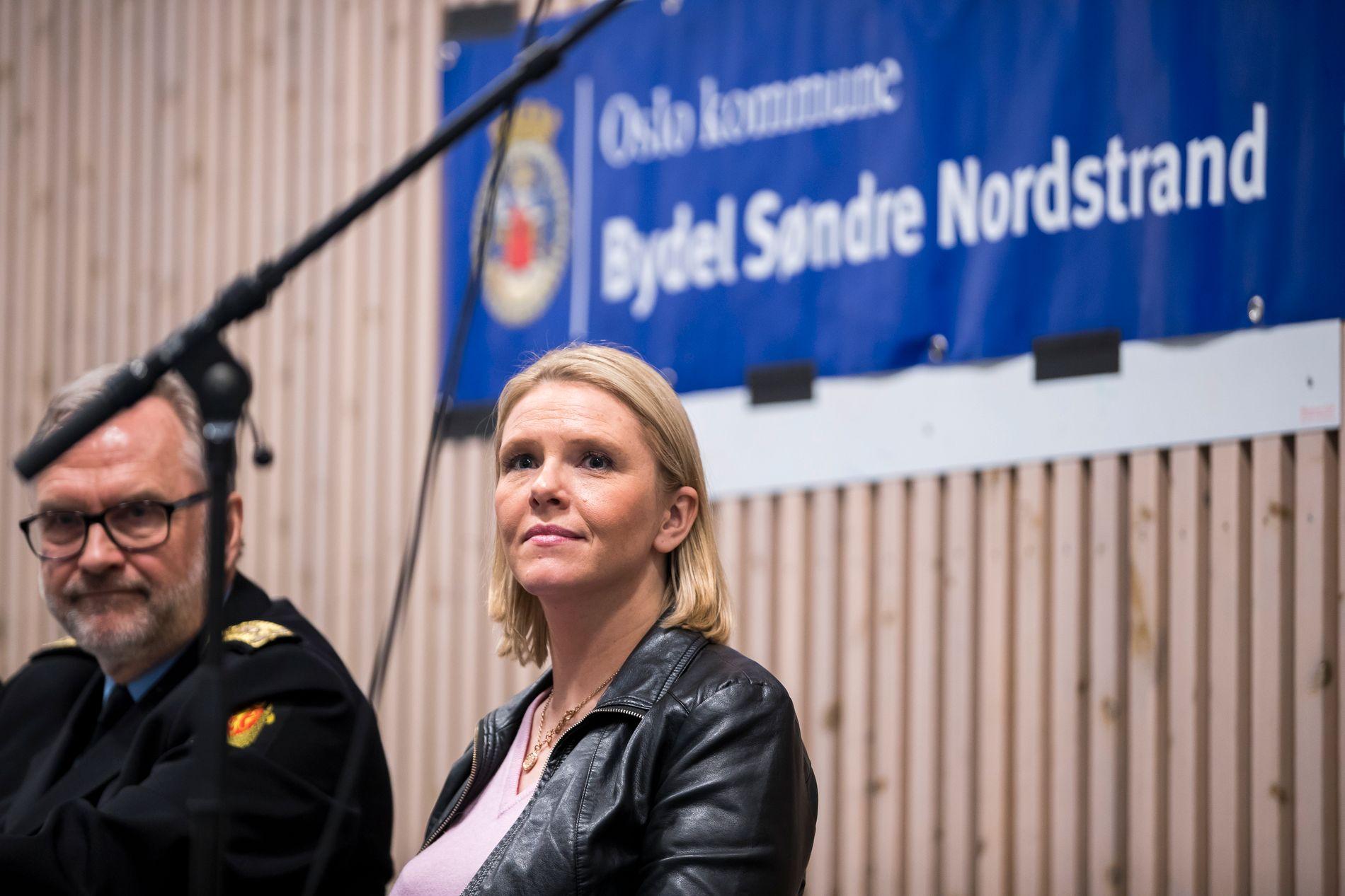 FOLKEMØTE: Sylvi Listhaug var på nyåret på et folkemøte på Holmlia sammen med politimester Hans Sverre Sjøvold. Der ble ikke Young Bloods nevnt ved navn.
