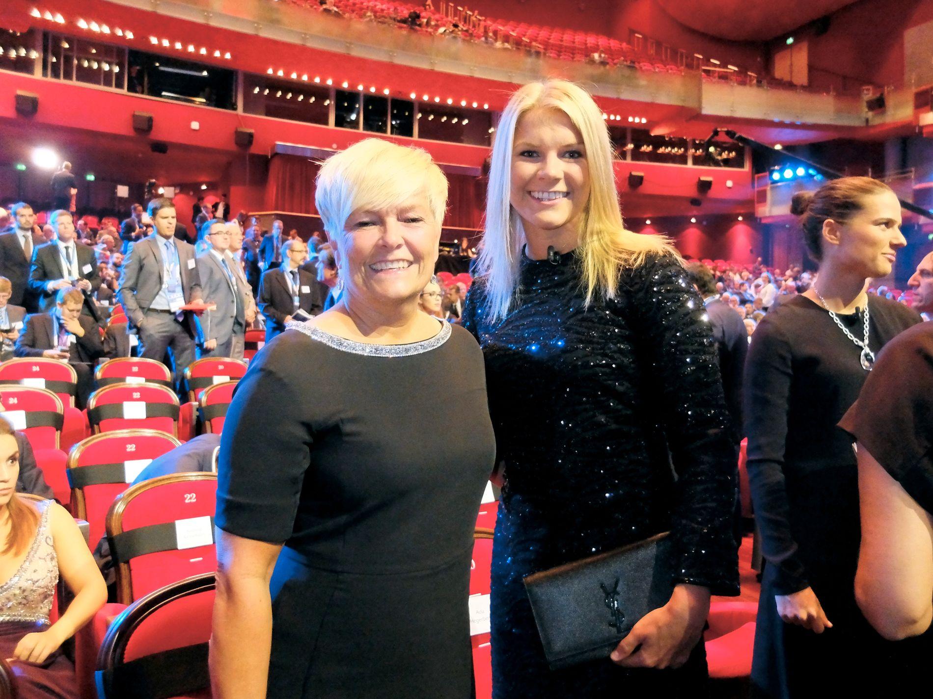 STOLTE NORDMENN I MONACO: Mamma Gerd Stolsmo var med da Ada Hegerberg ble kåret til «årets spiller» i Europa i fjor sommer.