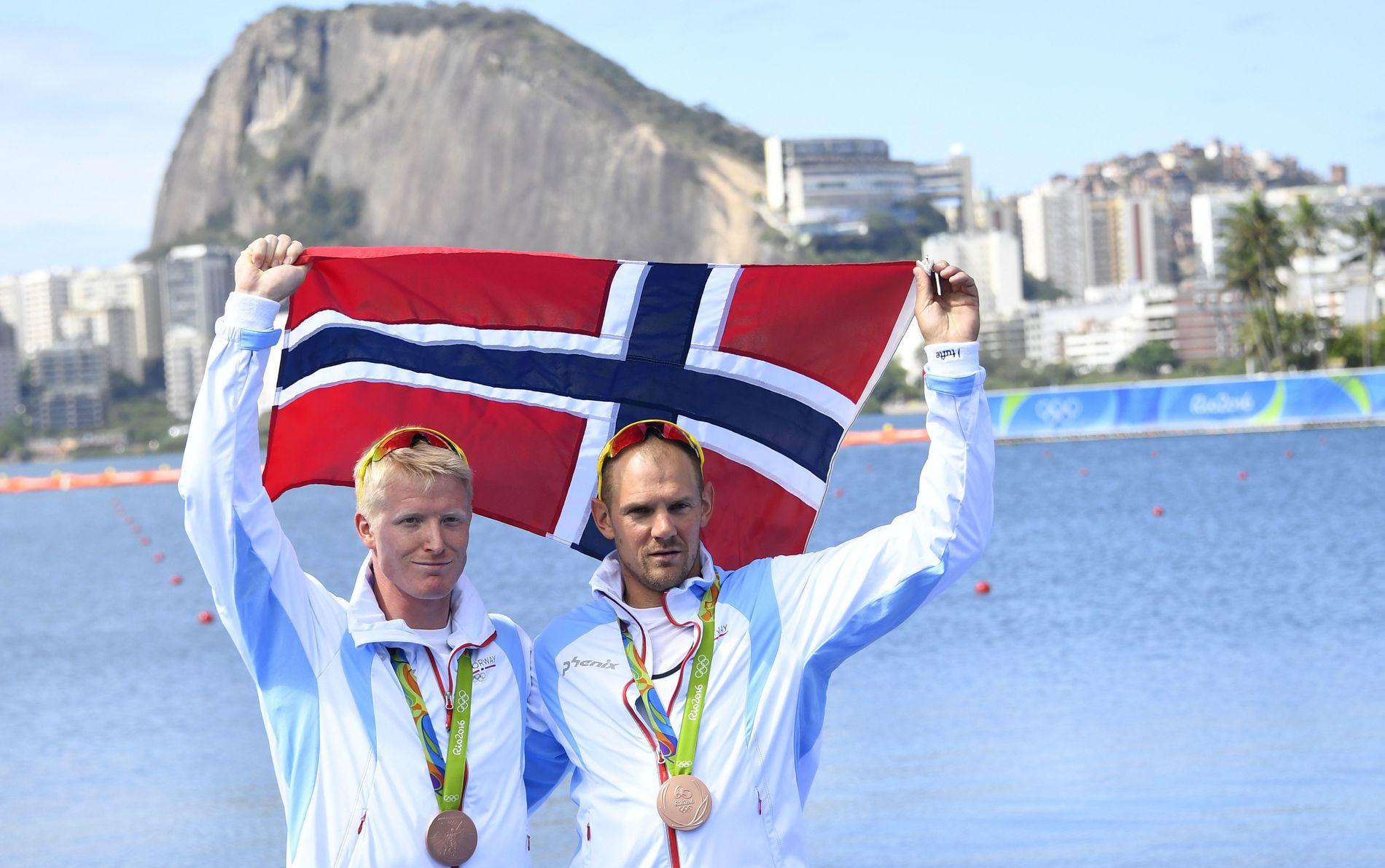 MEDALJEN SOM SUKRET PILLEN: Kjetil Borch (til v.) og Olaf Tufte feirer bronsen i Rio. Duoen hadde håp om gull.