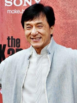 ANDREPLASS: 61 år gamle Jackie Chan tjente litt over 400 millioner kroner i fjor.