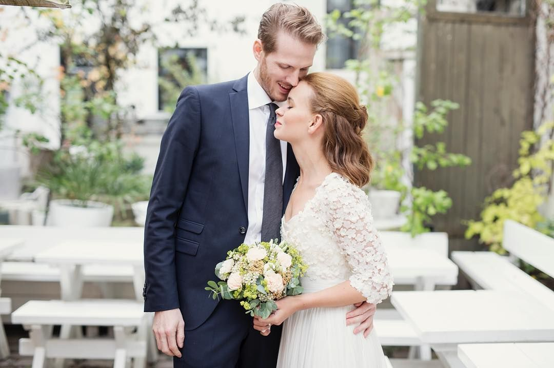 SMIDD I HYMENS LENKER: Marit Larsen og Alexander Buchmann giftet seg i Oslo fredag. VG har tillatelse til å gjengi bildet.