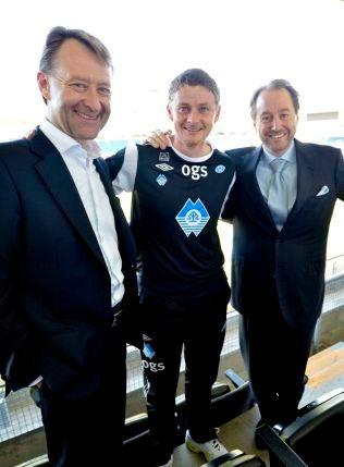 STØTTESPILLERE: Bjørn Rune Gjelsten (t.v) og Kjell Inge Røkke har bidratt med flere 100 millioner kroner tli Molde. Her med tidligere trener Ole Gunnar Solskjær i 2012.