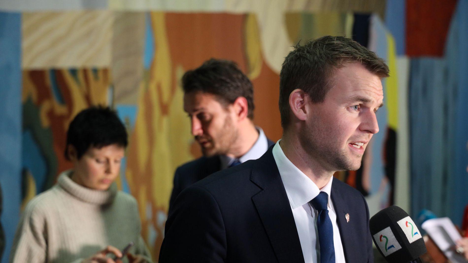 – VELDIG SYND: KrF fikk tirsdag gjennomslag for å avskaffe 350-kronersgrensen i budsjettforhandlingene, men det skjer først i 2020. Kjell Ingolf Ropstad kaller det et kompromiss, men elektronikktopp tror mange aktører vil bli skadelidende i mellomtiden.