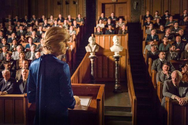 MANGE STATISTER: Ida Ursin-Holm i en scene fra «Løvekvinnen». Innspillingen foregikk mye i Tyskland.
