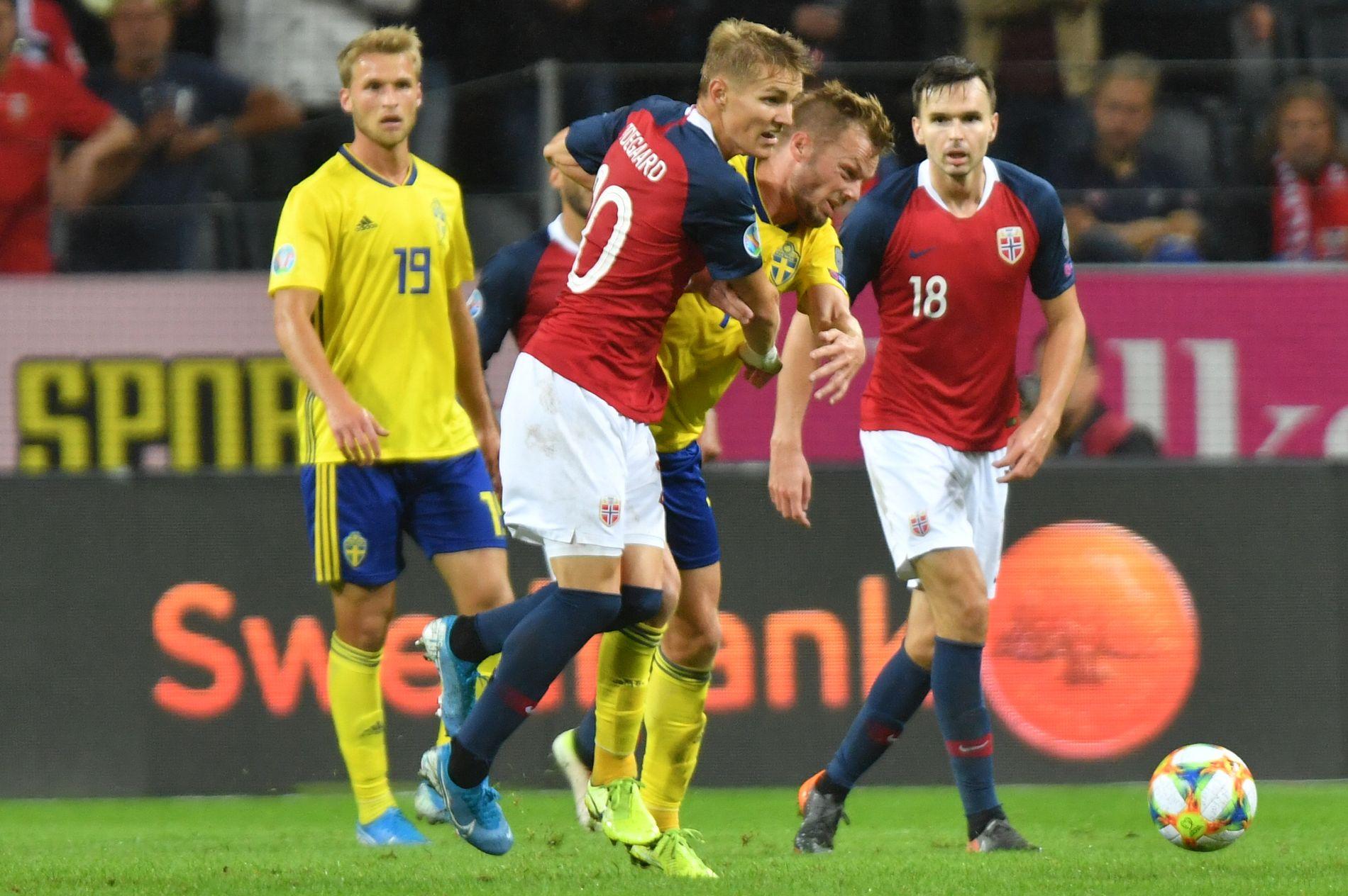 STOR KAMP: Martin Ødegaard i aksjon mot Sverige søndag.