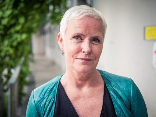 KRITISK: Berit Mortensen er jordmor og medlem av bunadsgeriljaen.