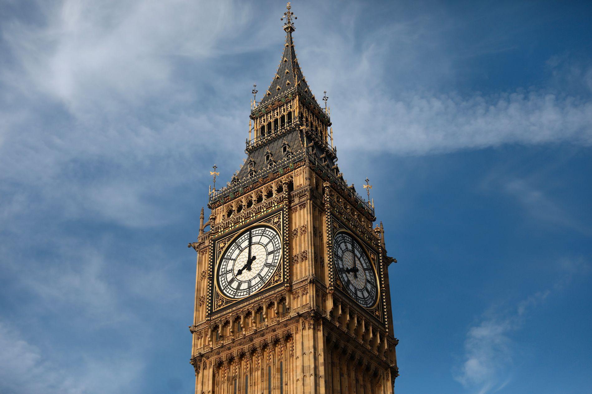 BLIR STILLE: Big Ben er et kjent monument i London. Nå blir det ikke mer lyd i klokken på fire år.