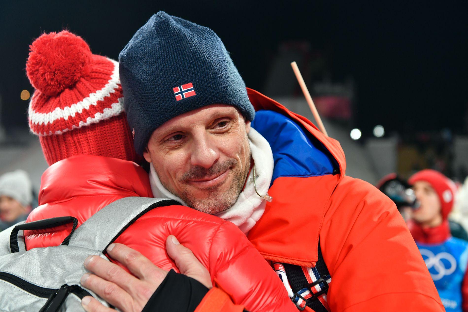 GULLTRENER: Alexander Stöckls fire utvalgte vant laghopp i Alpensia-anlegget.