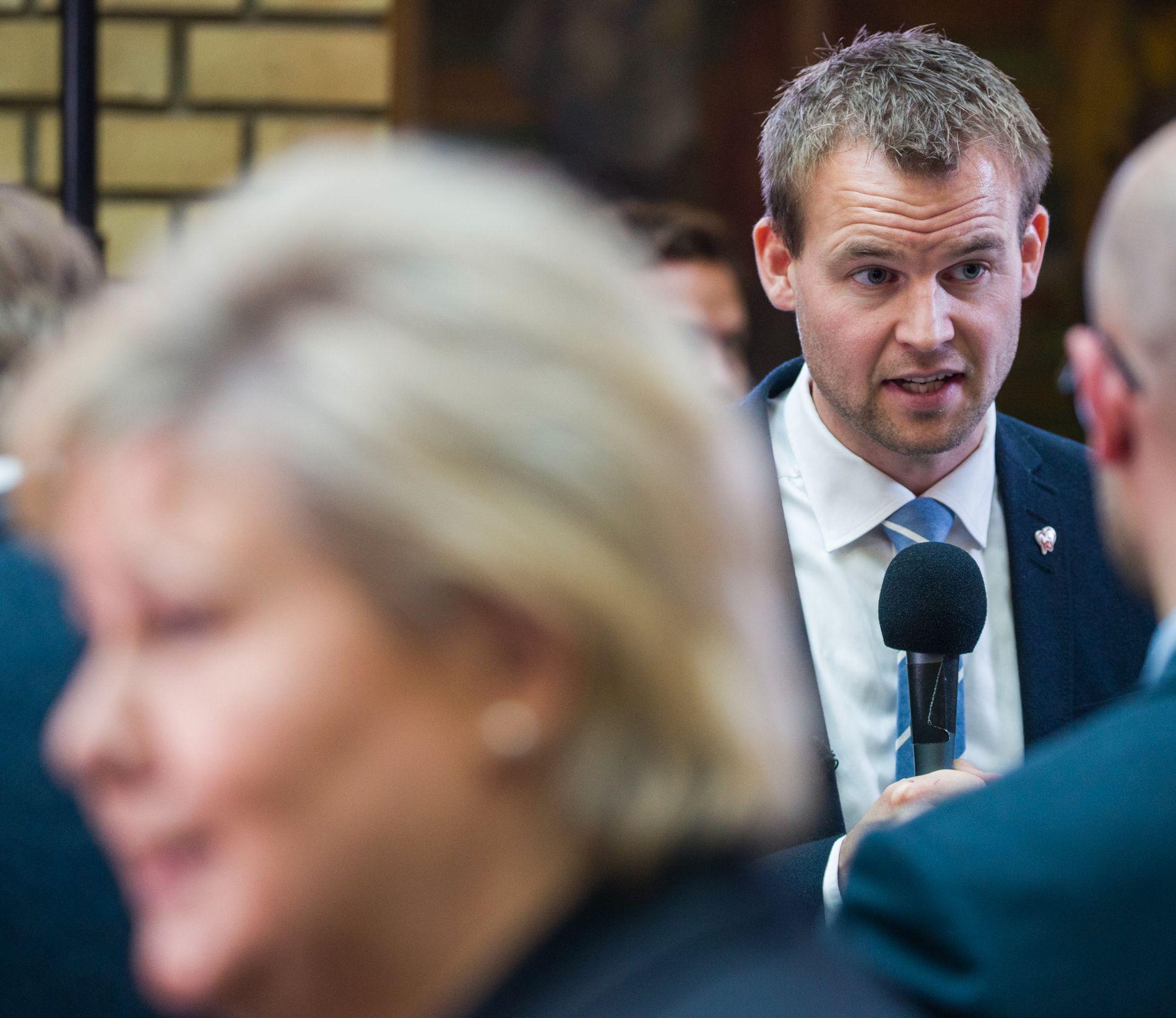UTFORDRING: KrF-nestleder Kjell Ingolf Ropstad spør Erna Solberg og Jonas Gahr Støre hvor mye de er villig til å endre på dagens abortlov.