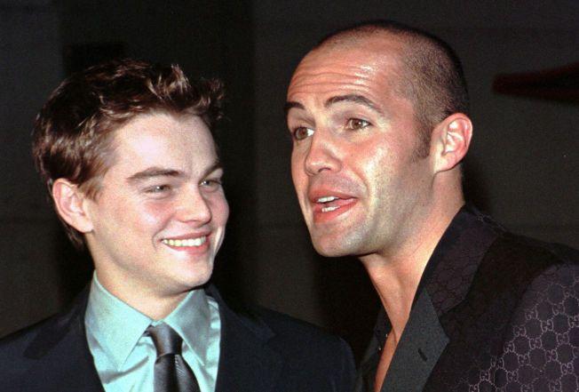 FØR DET BRAKET LØS: Leonardo DiCaprio og Billy Zane på førpremieren til «Titanic» i Hollywood i desember 1997. Da visste de ennå ikke hvilken enorm suksess de sto overfor.