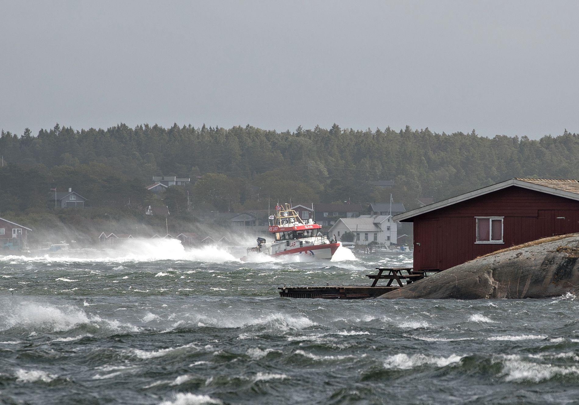 BLÅST: Fredag har stormen herjet i deler av Sør-Norge. Her på Hvaler i Østfold.