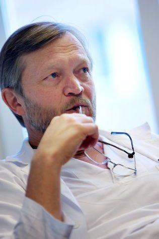TAR BORT IMMUNAPPARATET:  Professor Jan E. Brinchmann er en av Norges fremste eksperter på stamcelleforskning og forklarer hvordan Stordalens behandling fungerer.