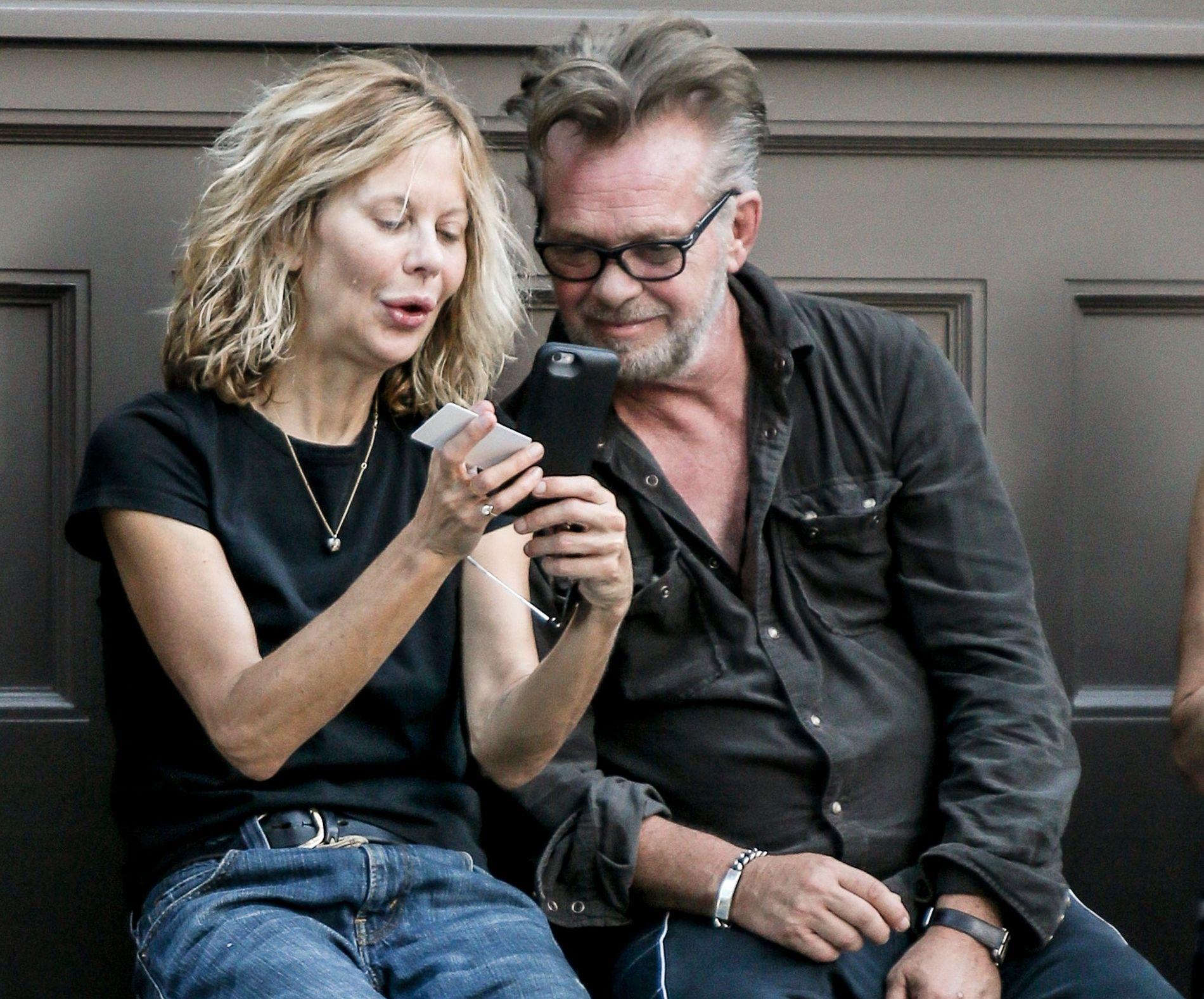 STJERNEPAR: Meg Ryan og John Mellencamp, her avbbildet i New York i fjor.
