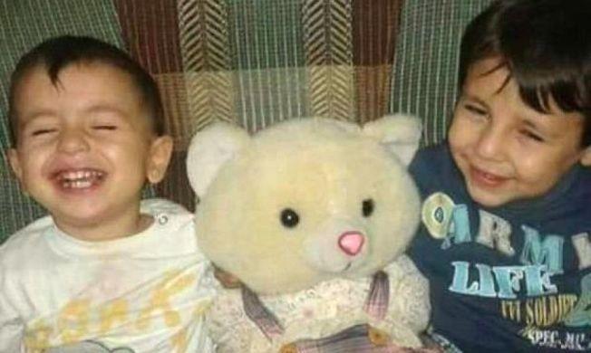 OMKOM: Alan Kurdi (3) og storebroren Galip Kurdi (5) var på vei sammen med moren og faren sin til Canada. Men så langt kom de aldri.