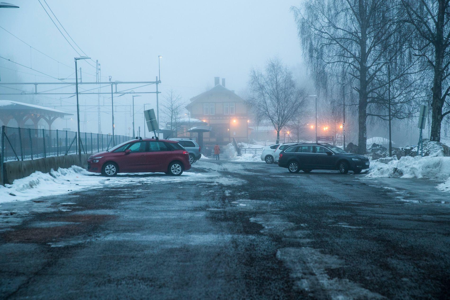 STJÅLET HER: Varebilen som inneholdt det giftige stoffet cyanid skal ha forsvunnet fra Lørenskog stasjon.
