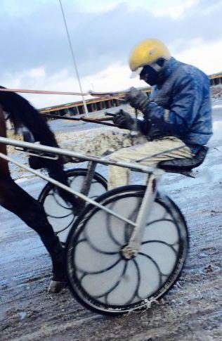 UTESTENGT: Dette bildet skal vise Atle Hamre på et såkalt hurtigarbeid på Jarlsberg Travbane.