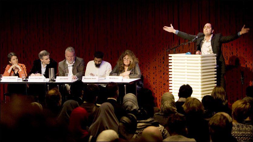 PROVOSERTE: Muhammed Ali Chisti provoserte med sitt innlegg under debatten på Litteraturhuset søndag. Foto: Scanpix