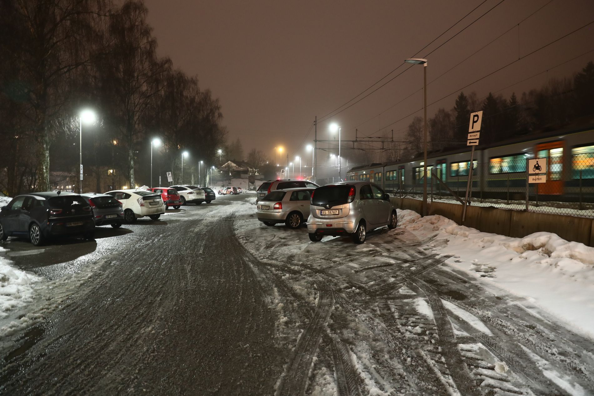 STJÅLET: Varebilen som inneholdt det giftige stoffet cyanid skal ha forsvunnet fra Lørenskog stasjon onsdag.