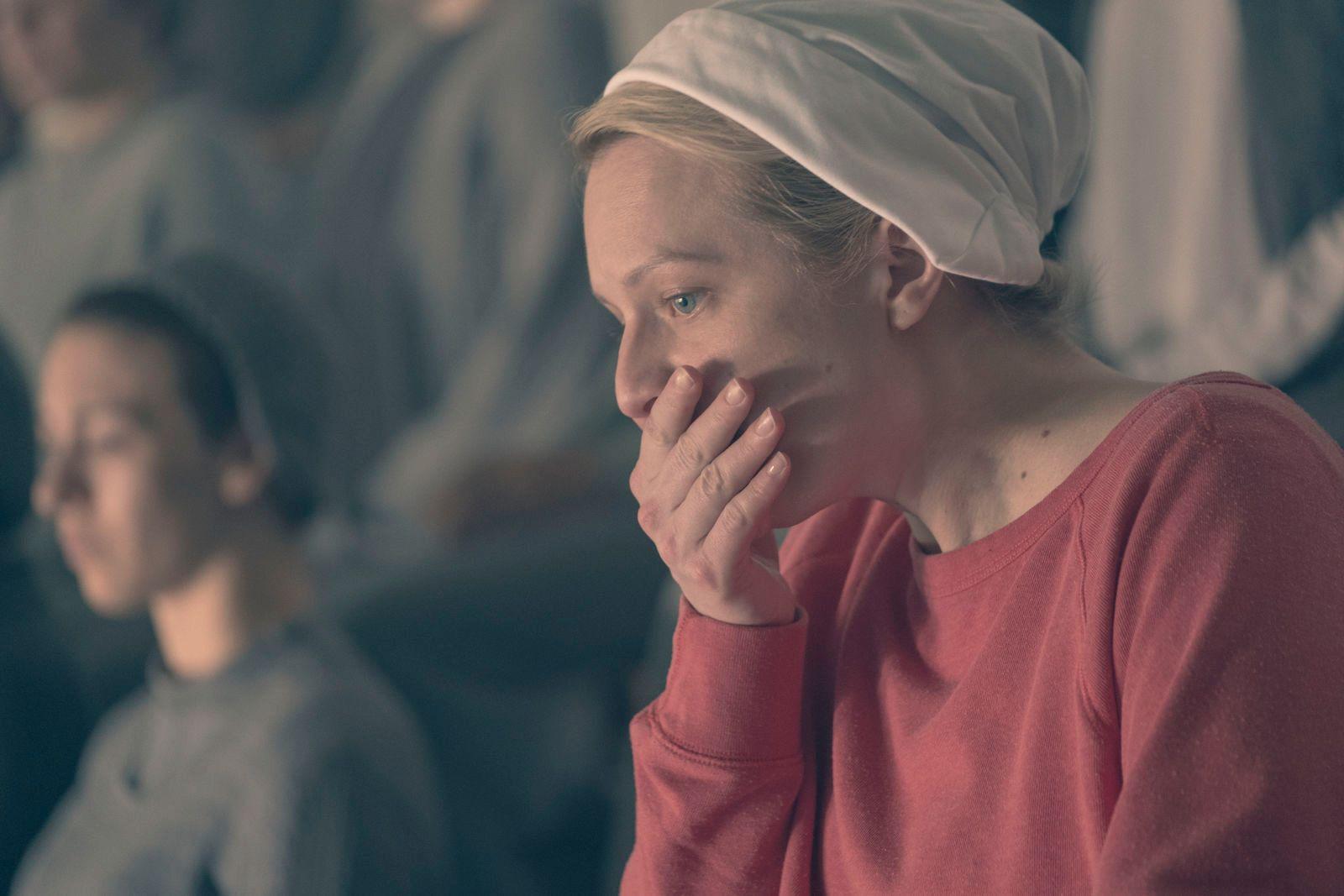 SJOKK: Det har vært store sjokk gjennom hele sesongen. Her Elisabeth Moss som June / Offred i episode 12.