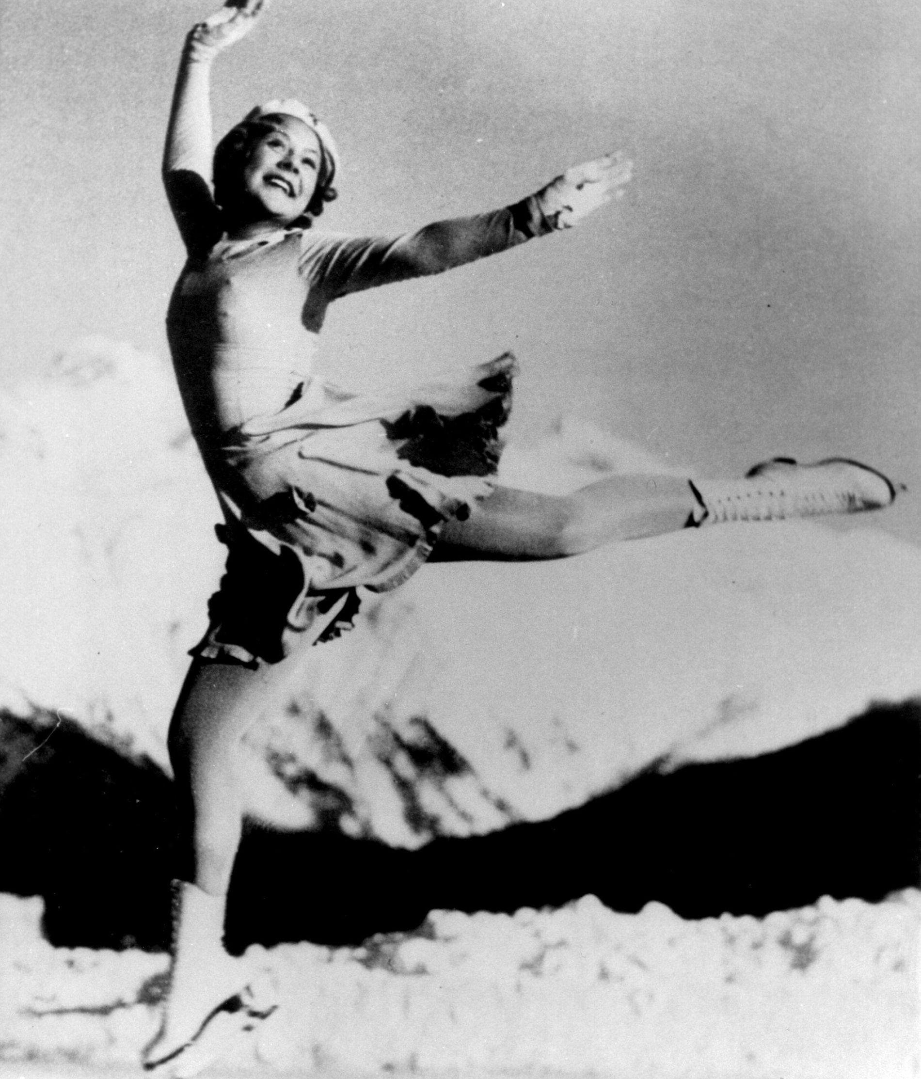 SUPERSTJERNE: Sonja Henie, her under OL i kunstløp i St.Moritz i 1928.