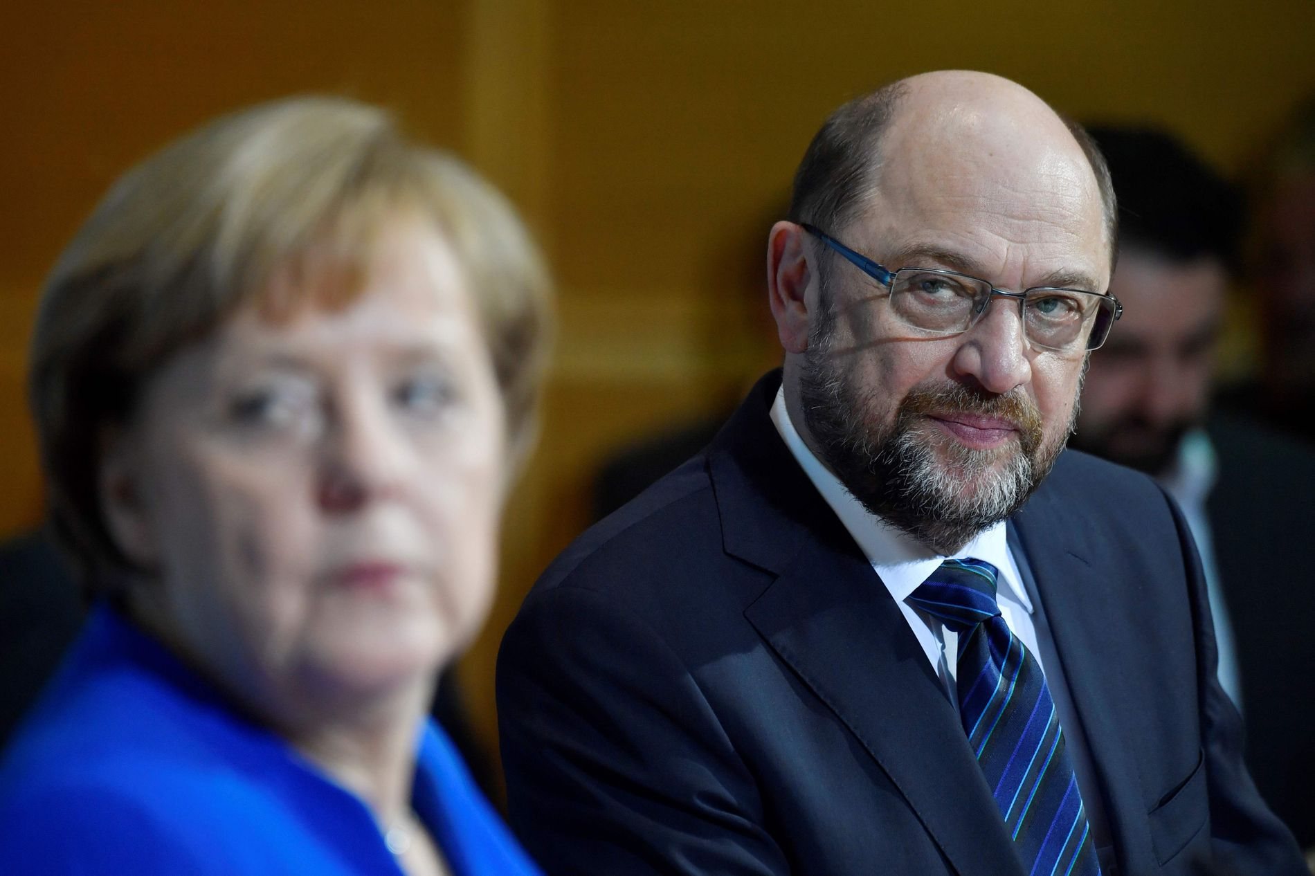 PRESSET: Sosialdemokratenes leder Martin Schulz (t.h.) skal ha blitt presset av sine egne til å trekke seg som påtroppende utenriksminister i den nye Merkel-regjeringen.