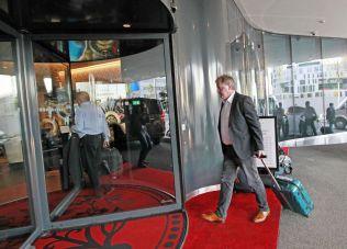 ANKOM ONSDAG: Yngve Hallén på luksushotellet Kameha Grand i Zürich i forbindelse med den 65. FIFA-konferansen.