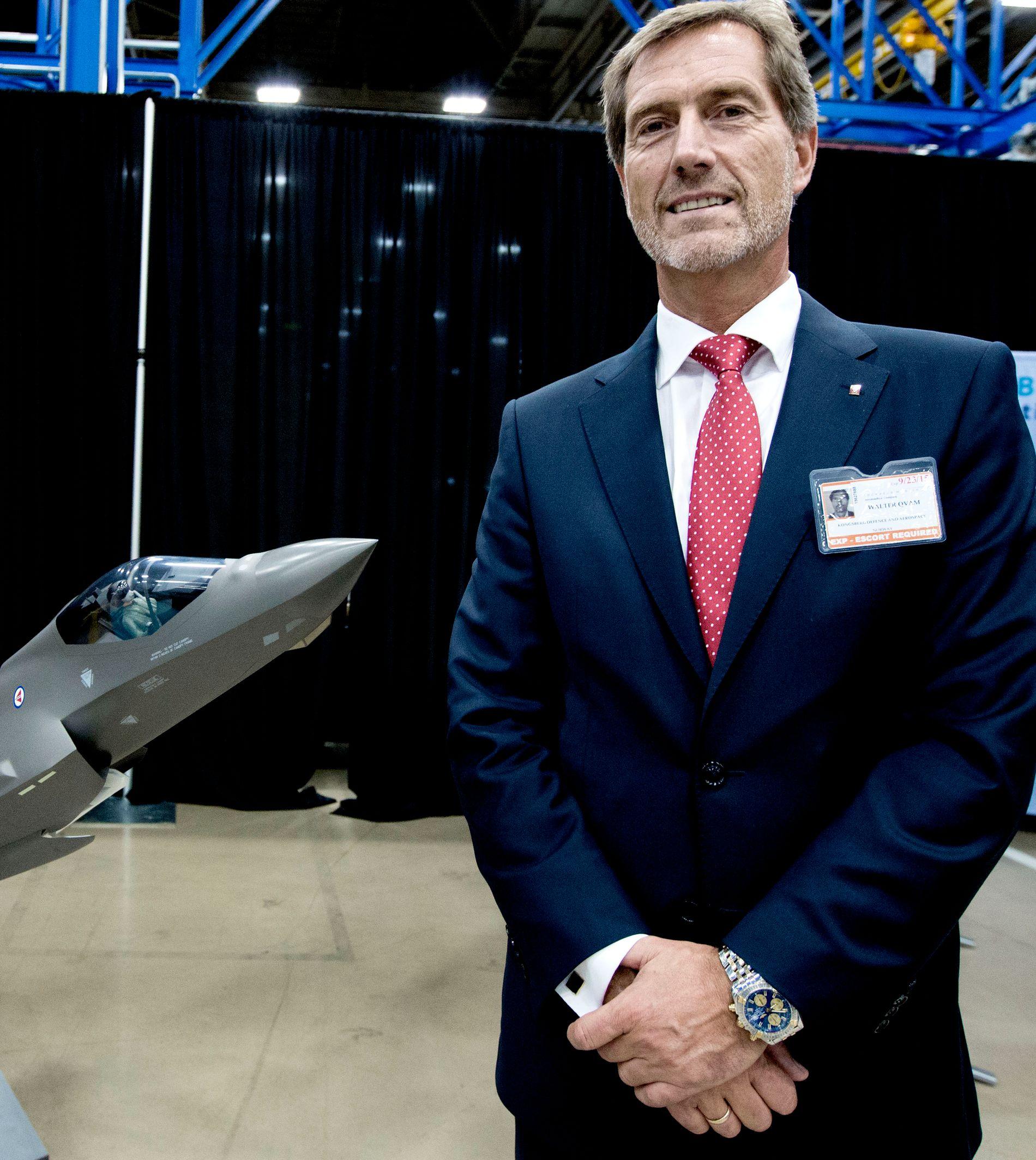 KONGSBERG-SJEF: Konsernsjef Walter Qvam i Kongsberg Gruppen fotografert på Lockheed Martin-fabrikken i USA der Norges nye F-35 kampflye produseres.