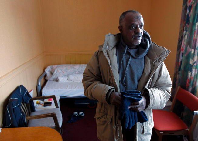 HAR KJEMPET: Yemane Teferi rakk å bo nesten 24 år på asylmottak. Her på rommet sitt i mottaket i Jølster i 2012.