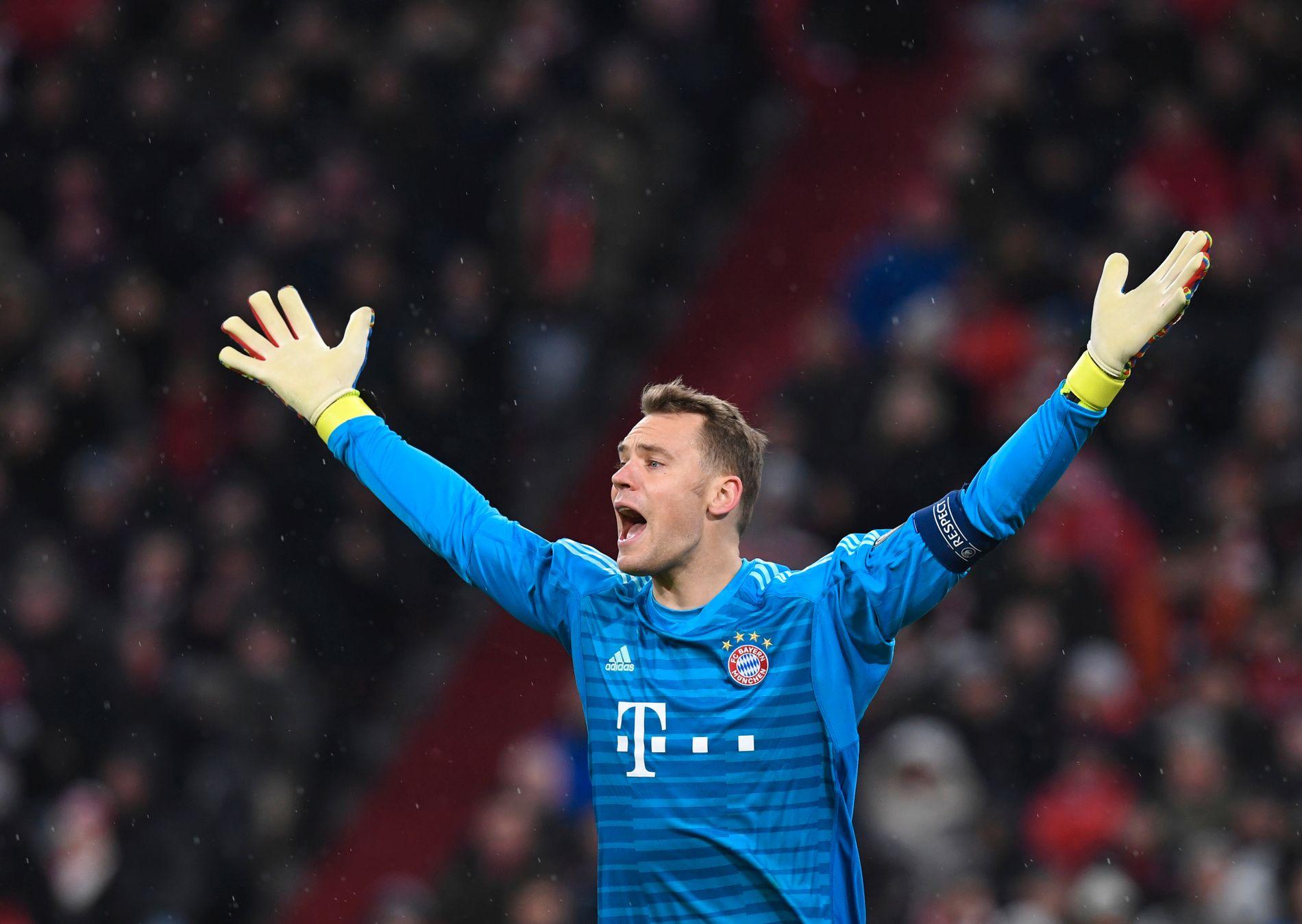 NEIN: Manuel Neuer ser fortvilet ut underveis i tapet mot Liverpool.